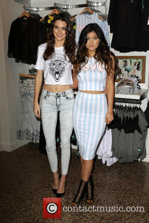 Kendall Jenner, Kylie Jenner, At The PacSun Store