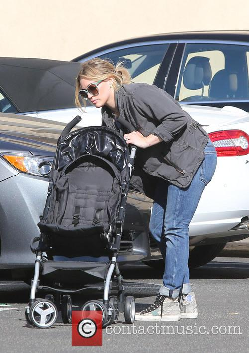Hilary Duff at Studio City farmer's market