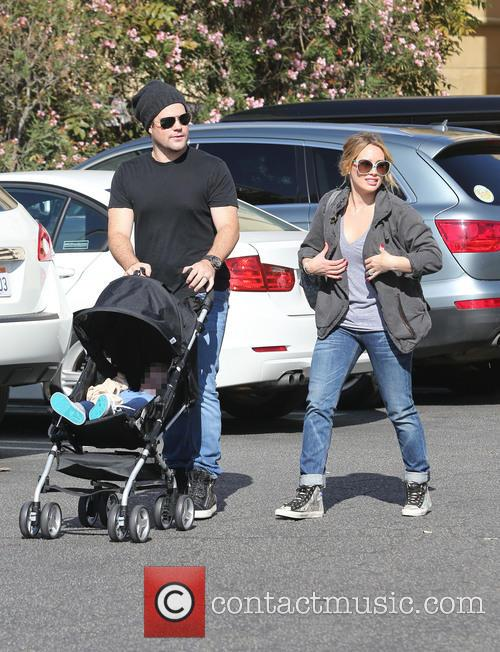 Hilary Duff, Mike Comrie and Luca Comrie 8