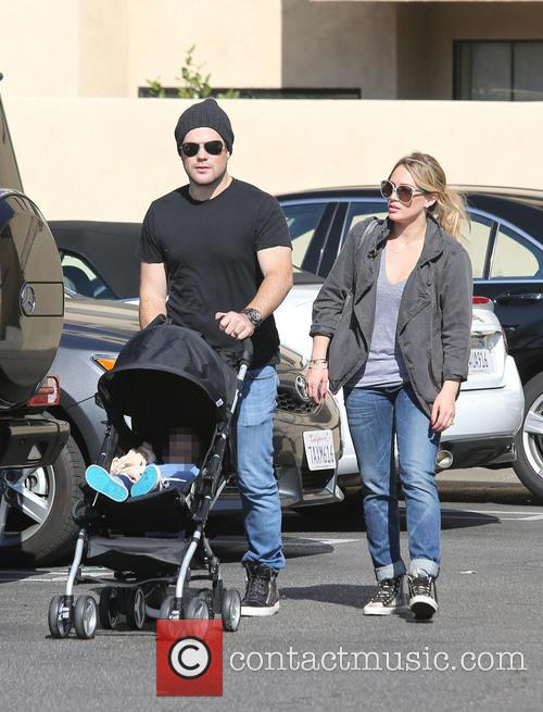 Hilary Duff, Mike Comrie and Luca Comrie 11