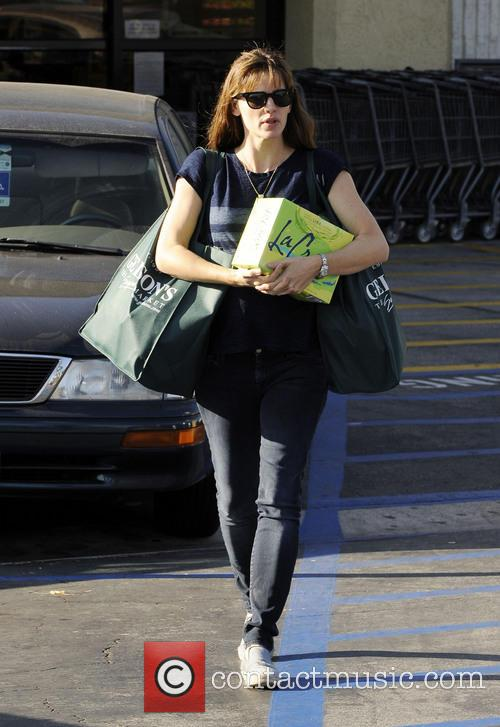 Jennifer Garner Shopping At Gelson's