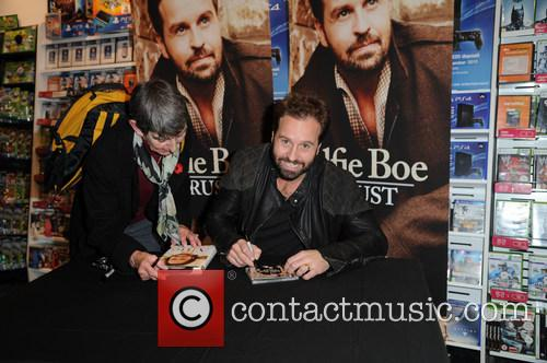 Alfie Boe and Fans 6