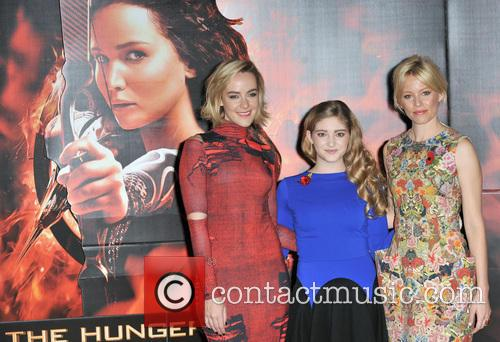 Jena Malone, Elizabeth Banks and Willow Shields 6