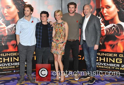 Sam Claflin, Josh Hutcherson, Elizabeth Banks, Liam Hemsworth and Francis Lawrence 3
