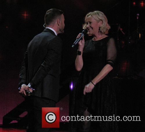 Agnetha Falkskog and Gary Barlow 2