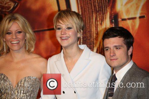 Jennifer Lawrence, Elizabeth Banks (l) and Josh Hutcherson 6
