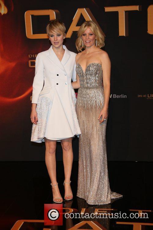 Jennifer Lawrence (l) and Elizabeth Banks 5