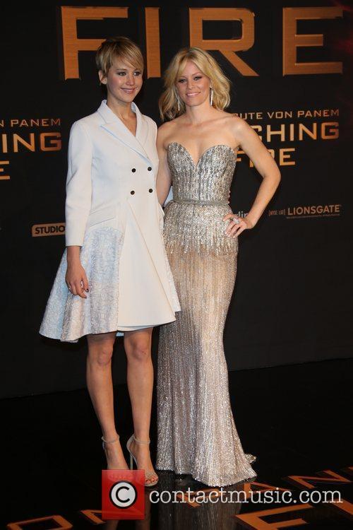 Jennifer Lawrence (l) and Elizabeth Banks 6