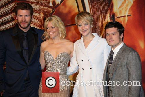 Liam Hemsworth (l-r), Elizabeth Banks, Jennifer Lawrence and Jos 5