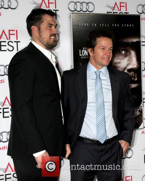 Marcus Luttrell and Mark Wahlberg 5