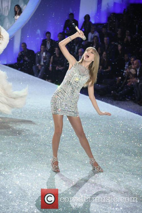 Victoria Secret Fashion Show and Runway 45