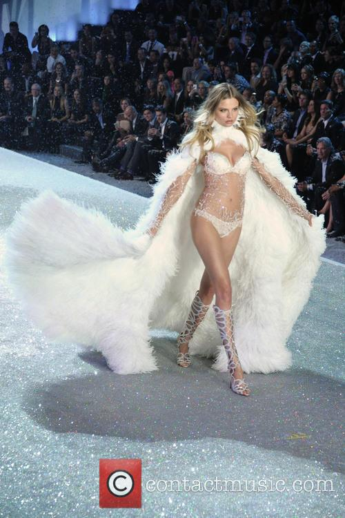 Victoria Secret Fashion Show and Runway 150