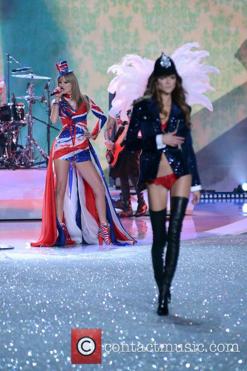 Taylor Swift and Kasia Struss 3