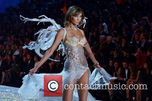 karlie kloss 2013 victorias secret fashion show 3954776