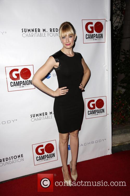 Beth Behrs 7