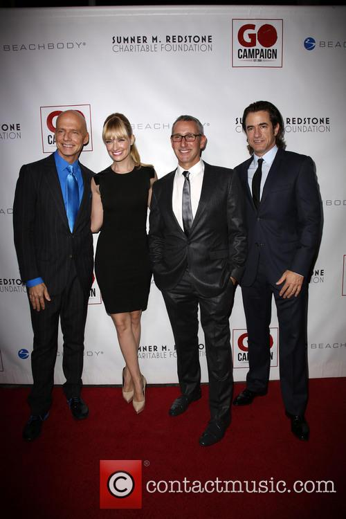 Scott Fifer, Beth Behrs, Adam Shankman and Dermont Mulroney 7