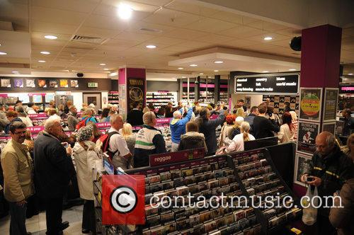 atmosphere sir cliff richard at hmv manchester 3952908