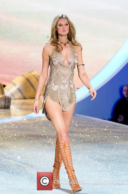 Victoria Secret Fashion Show 2013 Runway