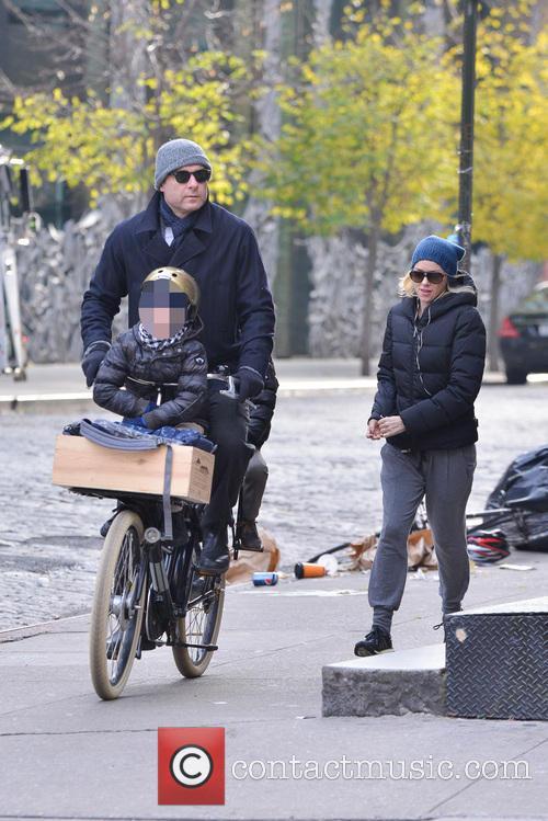 Liev Schriber and Naomi Watts 29