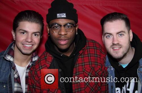 Cheryl Fergison joins Loveable Rogues to sing Robbie...