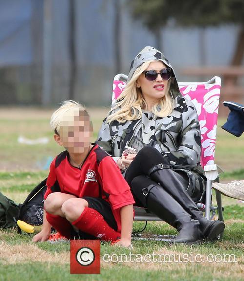 Gwen Stefani watches her eldest son Kingston play...