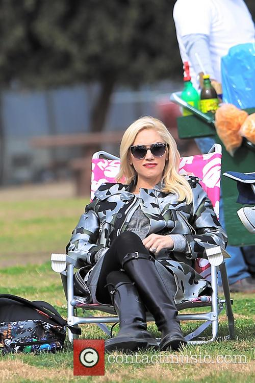 Gwen Stefani takes Kingston Rossdale to soccer class...