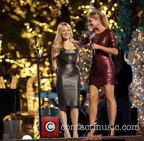 Jewel and Nancy O'dell 6
