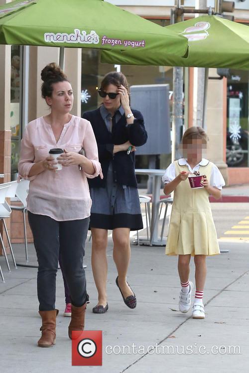 Jennifer Garner Stops For Ice Cream