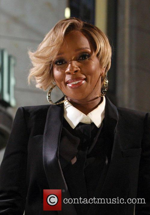 mary j blige 11th annual christmas tree 3958787