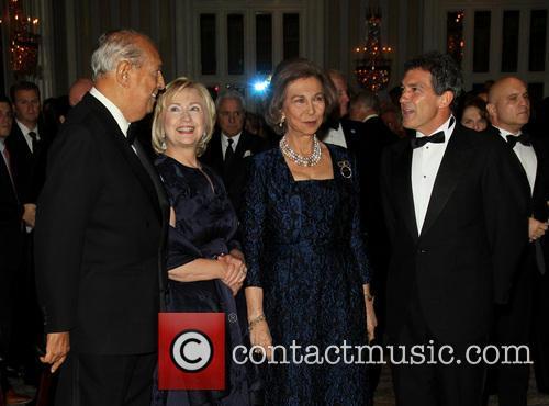 Oscar De La Renta, Hillary Clinton, Queen Sofia and Antonia Banderas 3