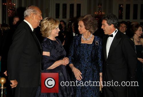 Oscar De La Renta, Hillary Clinton, Queen Sofia and Antonia Banderas 7
