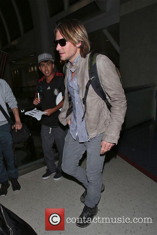 Keith Urban arrive at LAX