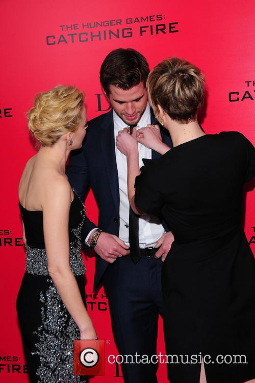 Elizabeth Banks, Liam Hensworth and Jennifer Lawrence 4