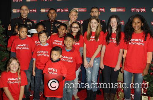 Sergeant Antonio Sanchez, Ellen Degeneres, Gunnery Sergeant Phillip Campo and Kids 1