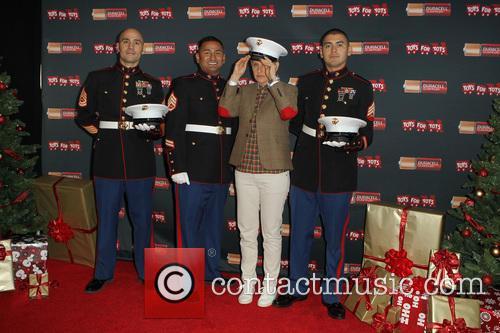 Staff Sergeant Victor Pozo, Sergeant Antonio Sanchez, Ellen Degeneres and Gunnery Sergeant Phillip Campo 1