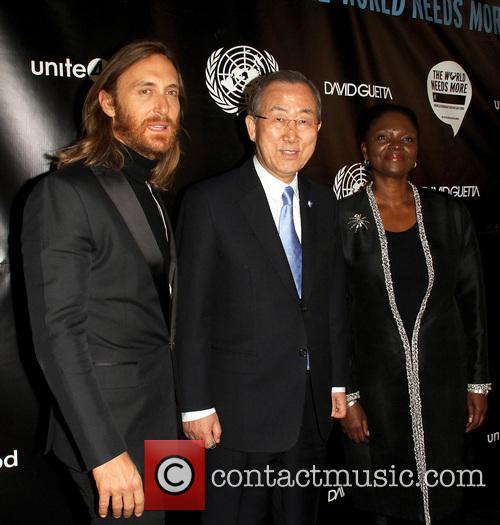 David Guetta, Ban Ki-moon and Valerie Amos 6