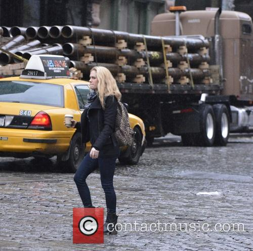Anna Paquin catching a cab