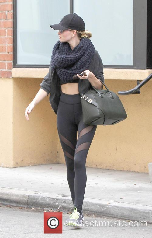 A camera shy Rosie Huntington-Whiteley leaves gym
