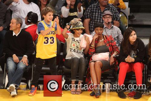 rihanna celebs at the lakers game 3967622