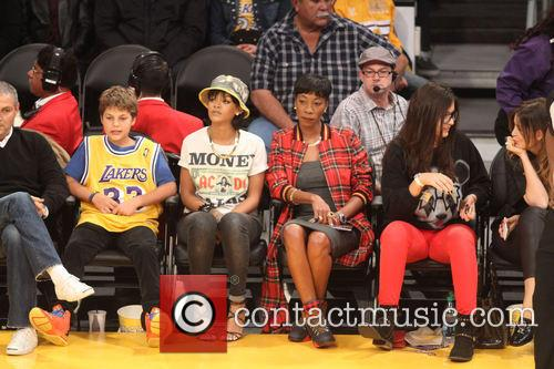 rihanna celebs at the lakers game 3967624