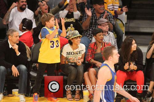 rihanna celebs at the lakers game 3967627