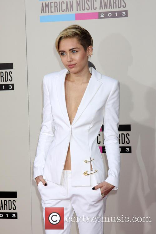 miley cyrus american music awards 2013 arrivals 3970571
