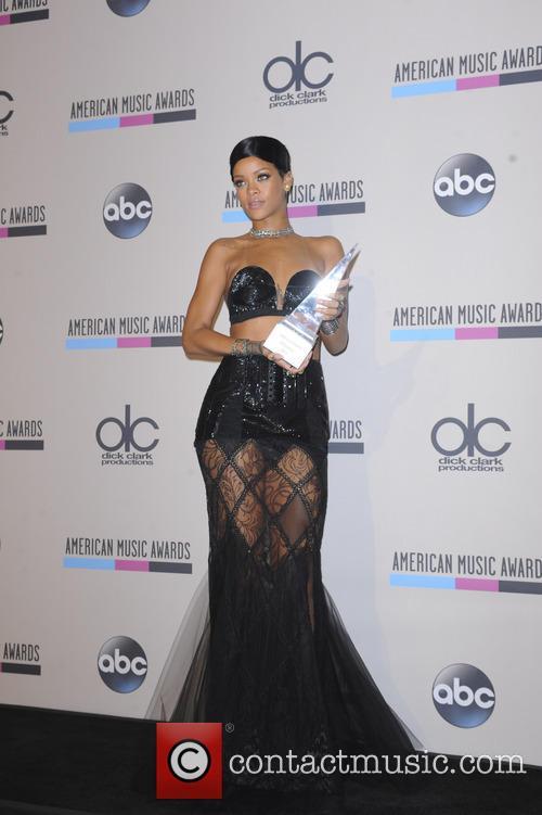 Rihanna 18