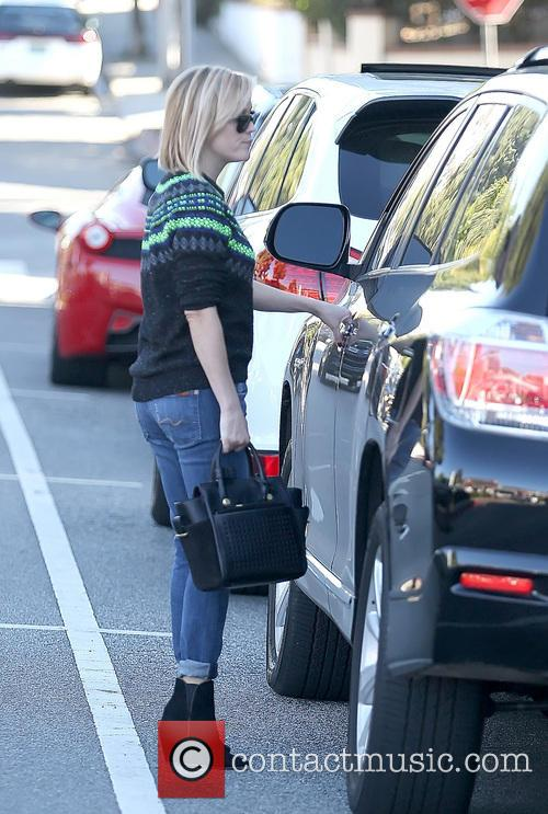 Reese Witherspoon running errands