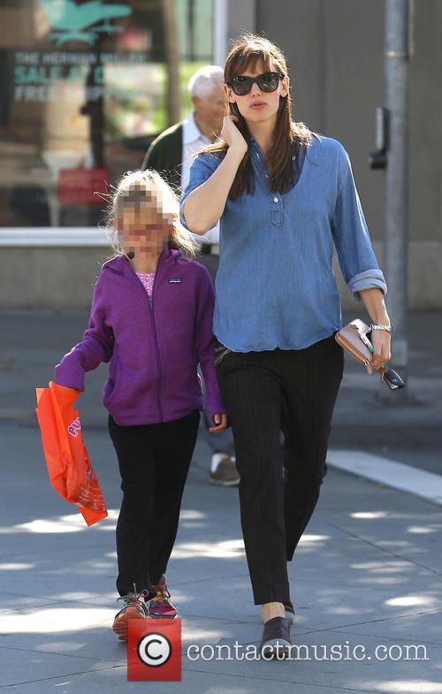 Jennifer Garner takes daughter Violet for a doughnut