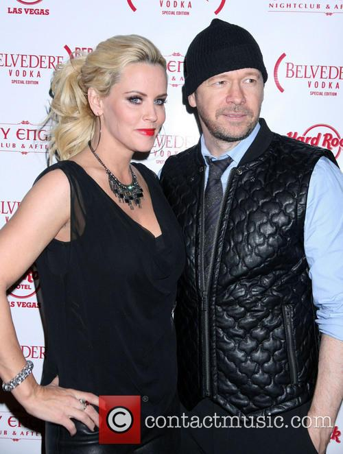 jenny mccarthy donnie wahlberg jenny mccarthy hosts official 3976475