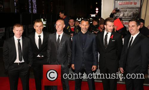 Paul Scholes, Phil Neville, Nicky Butt, Ryan Giggs, David Beckham and Gary Neville 9