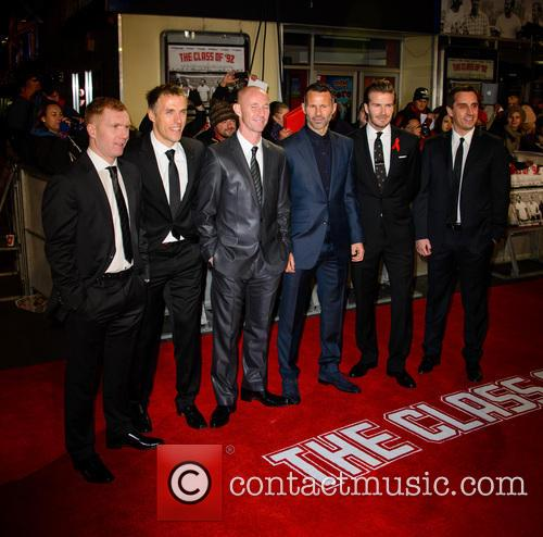 Paul Scholes, Phil Neville, Nicky Butt, Ryan Giggs, David Beckham and Gary Neville 7