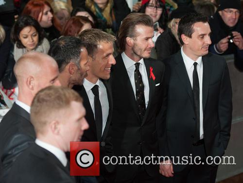 Phil Neville, Ryan Giggs, Nicky Butt, Paul Scholes, David Beckham and Gary Neville 8