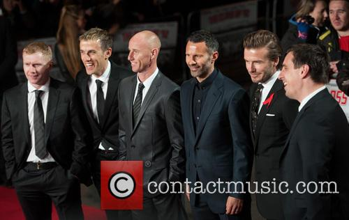 Phil Neville, Ryan Giggs, Nicky Butt, Paul Scholes, David Beckham and Gary Neville 12